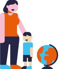 Enfant tenant la main d'un adulte à coté d'un globe